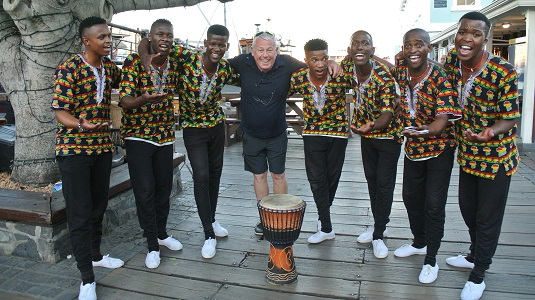 groupe de danseur et chanteur MAJOR VOICES . Sur le Victoria and Alfred Waterfront à Cape Town en Afrique du Sud