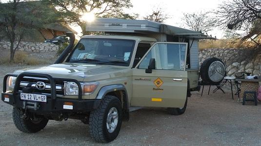 """Photo Toyota Land Cruiser 4X4  Bushcamper"""" au KTP -Afrique du Sud- Bien, mais après notre expérience avec ce véhicule, il n'est pas du tout nécessaire d'avoir un tel 4X4 pour faire la Namibie y compris la Botswana."""