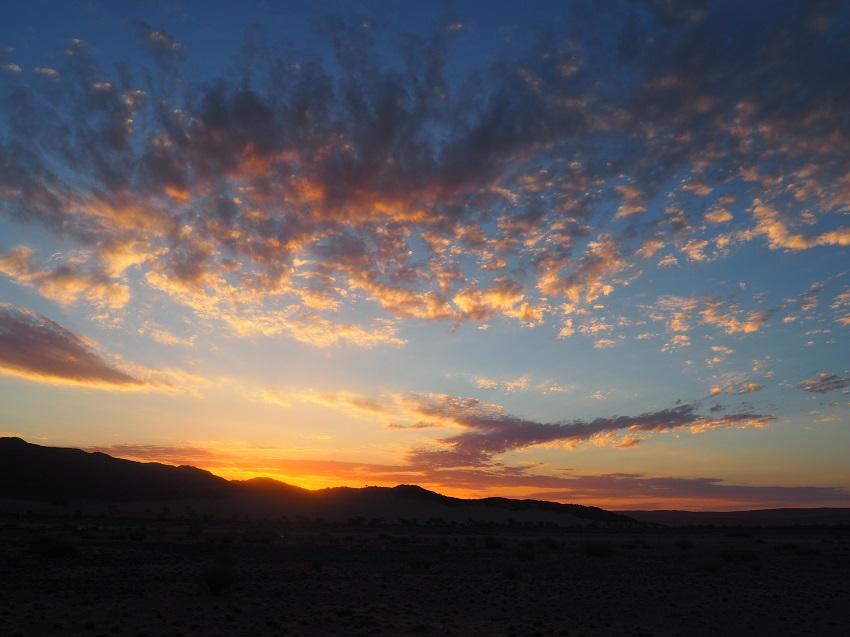 Photo msiafricaroadtrip.com  coucher de soleil camping Sossuslvei en Namibie -2017-
