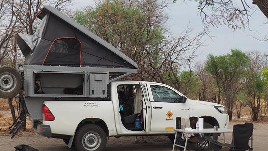 """Photo Notre Road Trip 2018 -Botswana- 4X4 """"Toyota Hilux Camper 4wd-Hilcam"""". Très bien et bien suffisant pour parcourir les pistes du Botswana en saison sèche"""