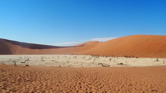 """photo EN NAMIBIE les dunes rouges de Sossusvlei  - le Dead Vlei- Sesriem- Le désert le plus vieux au monde. D'une beauté à """"couper le souffle"""""""