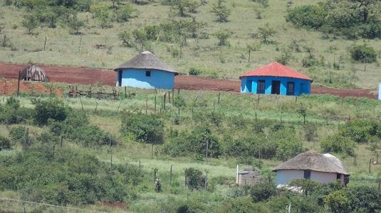 Rondavels dans la région du KawaZulu-Natal Afrique du Sud