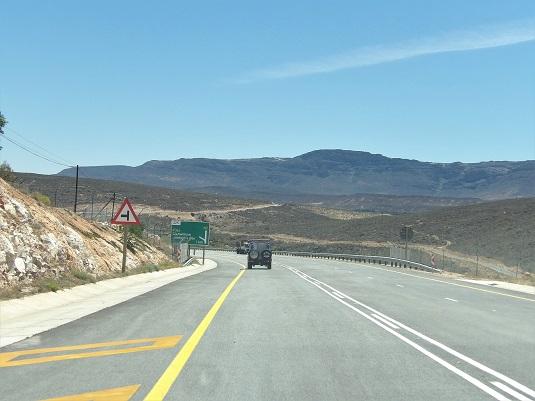 msiafricaroadtrip.com route goudronnée vers upington afrique du sud.