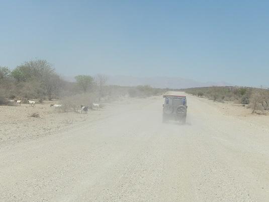 "photo msiafricaroadtrip.com piste menant à ""Madisa"" dans le Damaraland en namibie."
