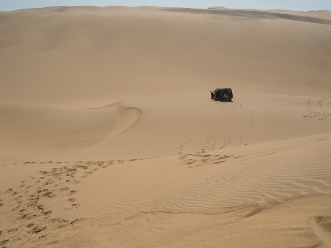 photo msiafricaroadtrip.com 4x4 dans les dunes de Sandwich Harbour Namibie