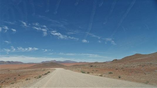 Route dans le Namib en NAMIBIE