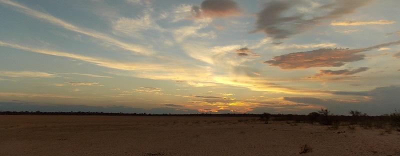 le Kalahari ou CKGR au Botswana. Poto JP Msiafrica. Coucher du soleil sur le Kalahari. msiafricaroadtrip.com